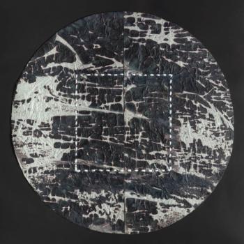 RITAGLIARE LUNGO LA LINEA TRATTEGGIATA 12 - filo di cotone su carta intelata - diametro cm 27,5 - 2021