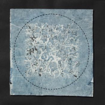 RITAGLIARE LUNGO LA LINEA TRATTEGGIATA 16 - filo di cotone su carta intelata - cm 19x19 - 2021