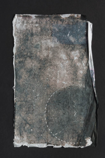 RITAGLIARE LUNGO LA LINEA TRATTEGGIATA 4 - filo di cotone su carta intelata - cm 14x22 - 2021