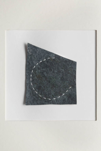RITAGLIARE LUNGO LA LINEA TRATTEGGIATA 8 - filo di cotone su carta intelata - cm 9x11,5 - 2021